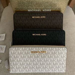 New MK gift Wallet in box ♥️